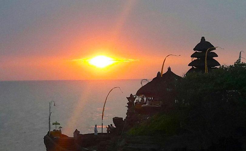 海に浮かぶ聖地「タナロット寺院」絶景サンセットを見に行こう