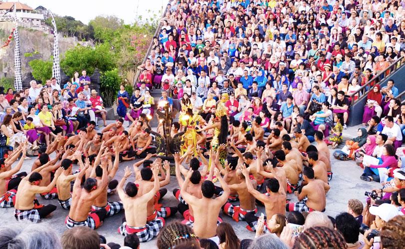 ウルワツ寺院サンセットとケチャックダンス&お買い物ツアー