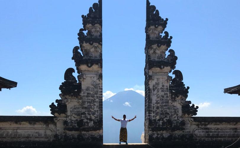 ランプヤン寺院を巡るバリ島東部ツアー/夕食付