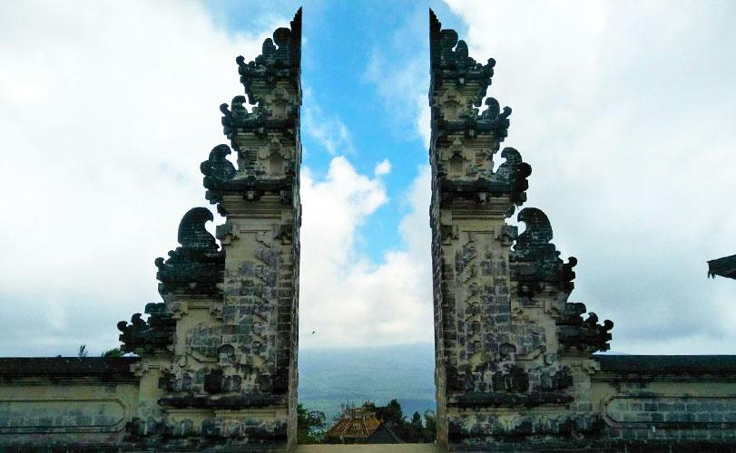 ランプヤン寺院を巡るバリ島東部ツアー/昼食付