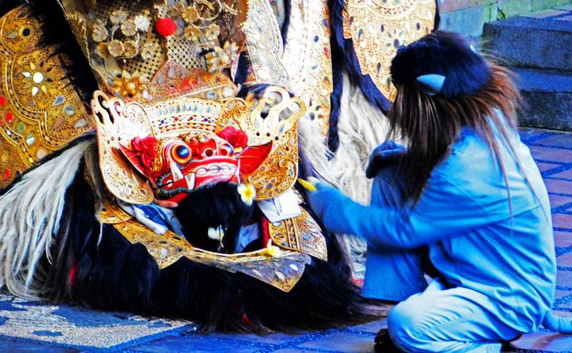 バリ伝統舞踊バロン×人気ウブド×タナロット寺院夕日鑑賞ツアー