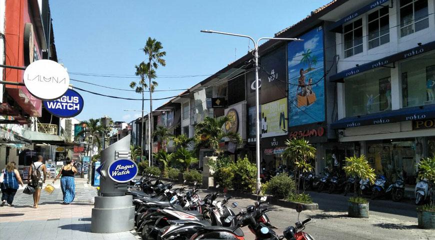 バリ島の繁華街クタ