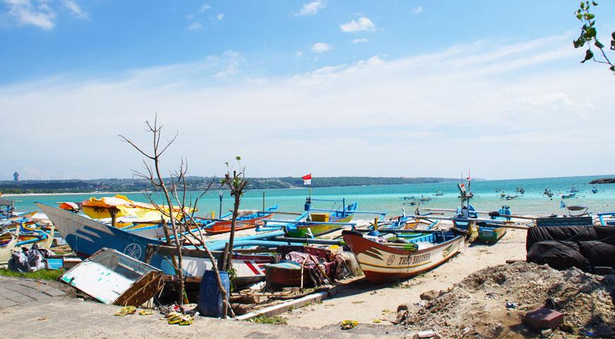 ジンバランビーチから見る海