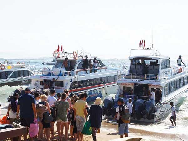 バリ島から出発する高速船