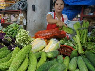 バリ島の市場でお買い物