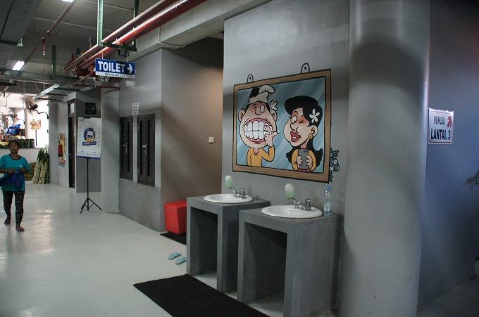 バドゥン市場のトイレ
