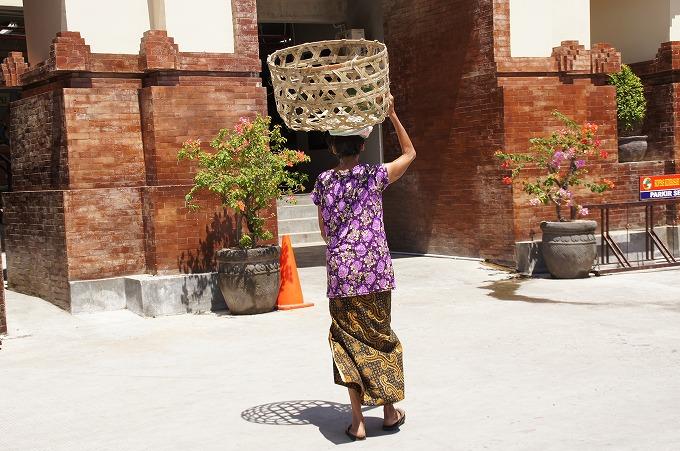 バドゥン市場の入口
