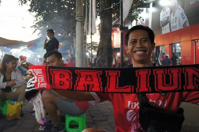 ウラバリ「バリ人はサッカーが大好き。」