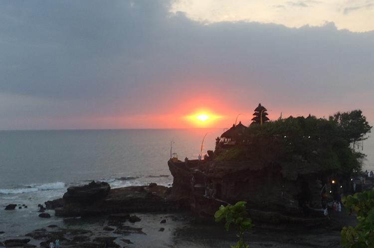 タナロット寺院と夕日