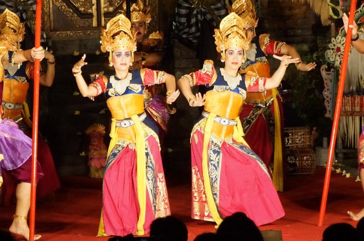 ウブド王宮での華麗なるレゴンダンス